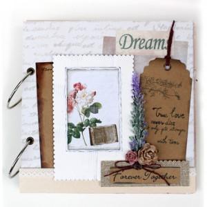 Scrapbook handmade được trang trí sẵn